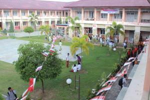Perkarangan SMA Labschool dalam rangka 17 Agustus